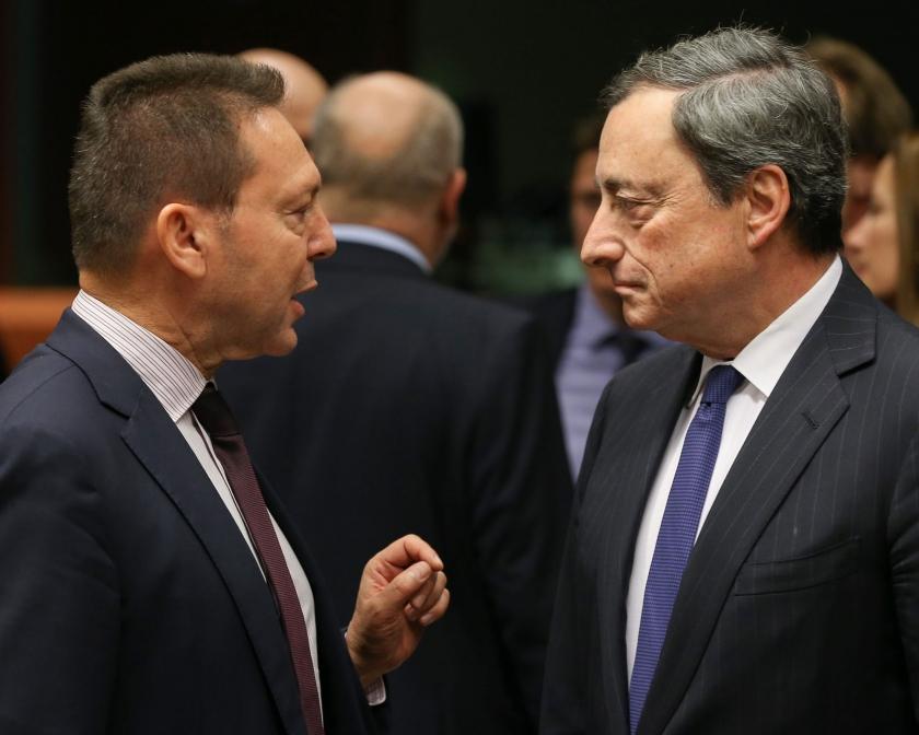 Οι κυβερνητικές σκευωρίες κατά του Κεντρικού Τραπεζίτη - Τσίπρας: «Θα διώξω τον Στουρνάρα με τις κλοτσιές»